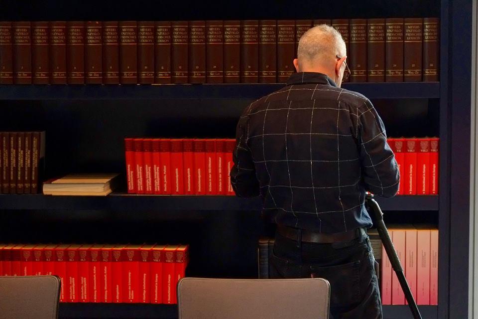 Kermit Berg im Deutschen Bundestag beim Dreh mit der Deutschen Welle - Foto Marion Mandeng