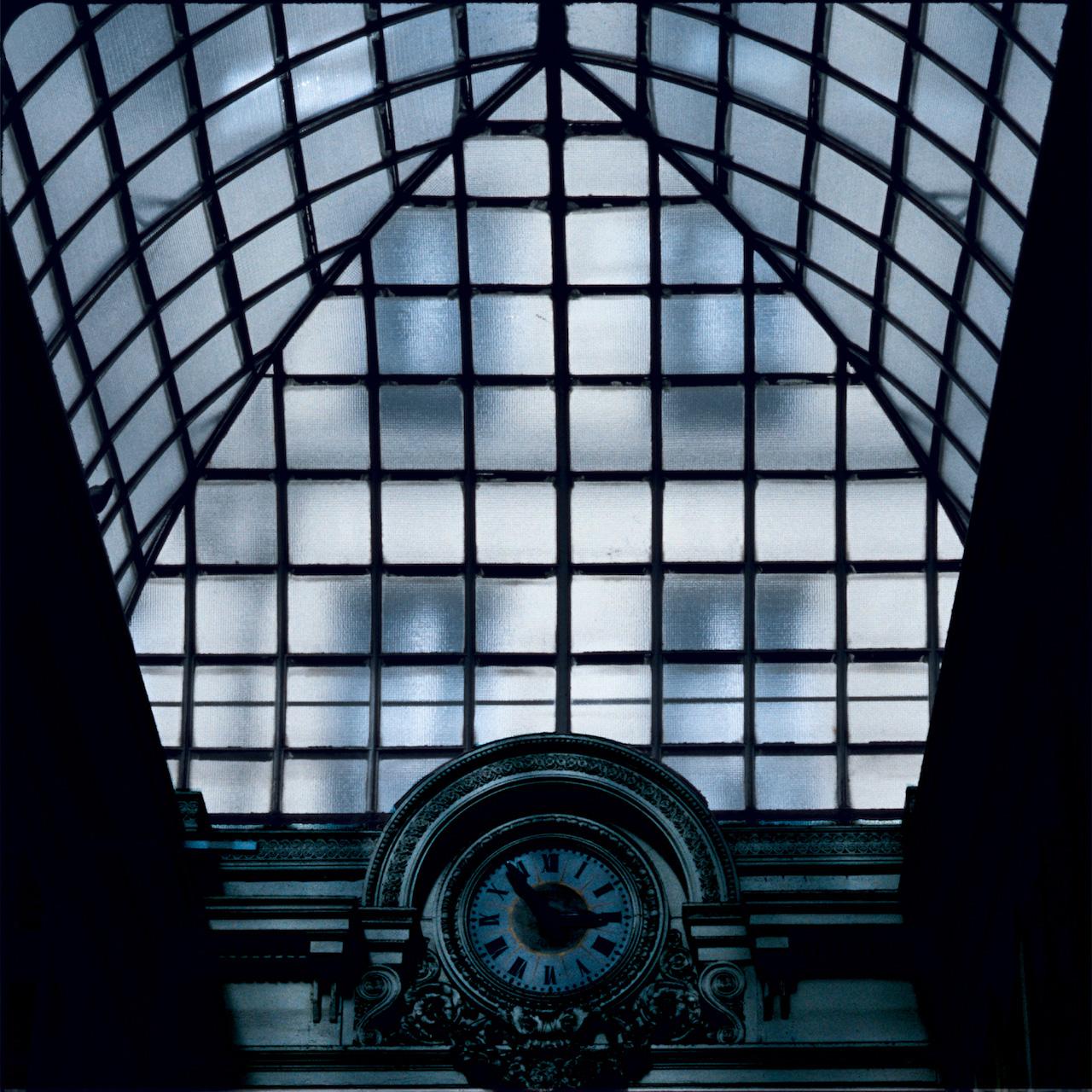 Glass: Clock (Paris) 2002 Druckfläche 83cm x 83 cm  Gerahmt 120 h x 118 b Limitierte Auflage von 8 Artist Proof (AP)  Epreuve D'Artist   Euro 3.400 gerahmt Archival Ink Print; Sommerset Fine Art Papier