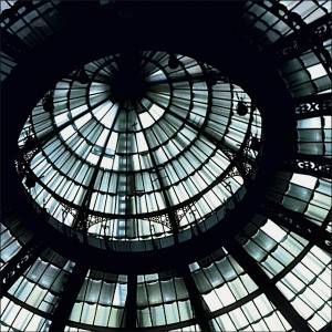 Glass: Dome (Milano) 2002 Druckfläche 83cm x 83 cm  Gerahmt 120 h x 118 b Nummer 6/8 Limitierte Auflage von 8 Euro 3.400 gerahmt Archival Ink Print; Sommerset Fine Art Papier